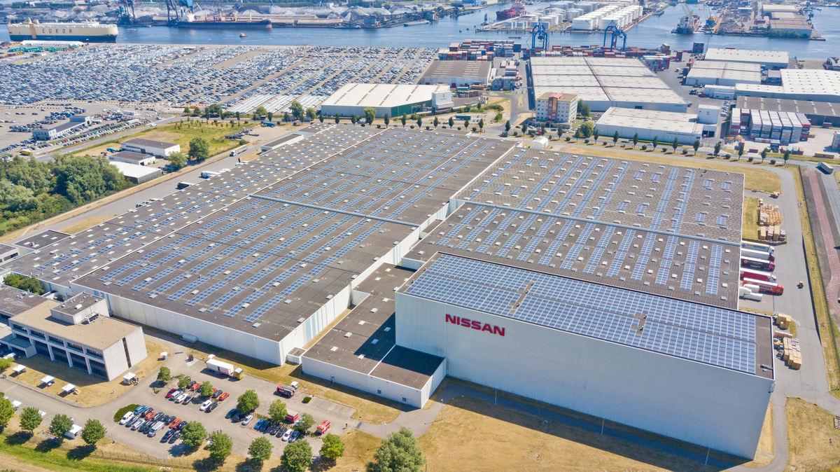 """""""Nissan"""" pradeda naudoti didžiausią Nyderlanduose saulės fermą ant pastato"""