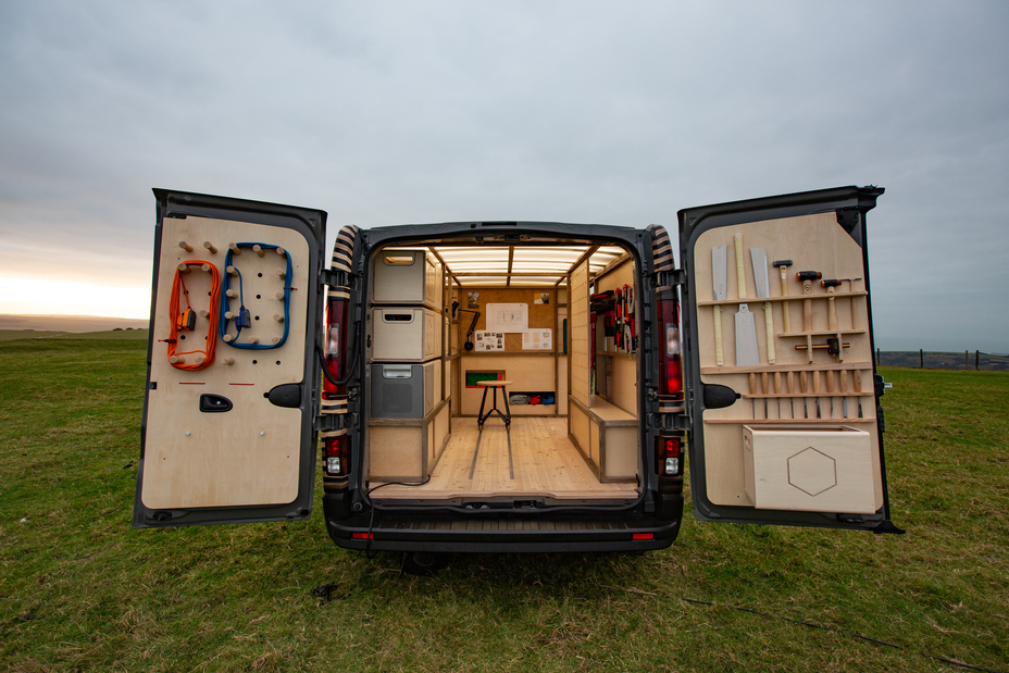 """Profesionalaus meistro dirbtuvės ant ratų: Briuselio automobilių parodoje """"Nissan"""" pristatė koncepcinį furgoną NV300"""